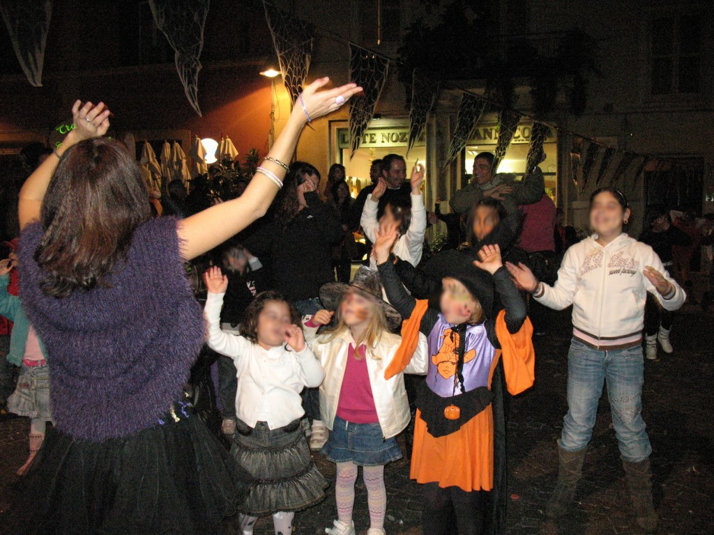 FESTA DI HALLOWEEN ORGANIZZATA NELL'ANNO 2007 DA NOI SU PIAZZA RISORGIMENTO